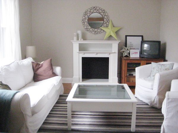 BM Edgecomb Gray Living Room With Fake Fireplace