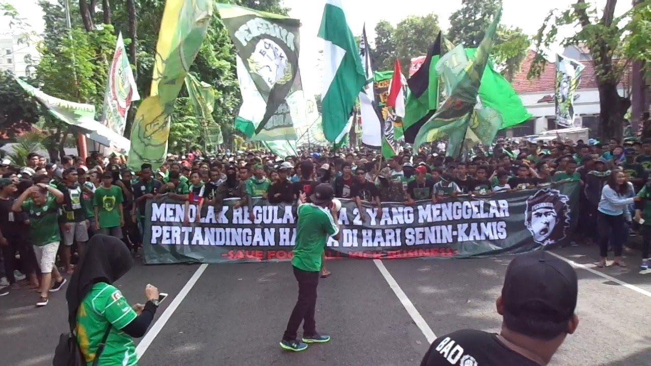 Surabaya Hari Ini Bonek Demo Di Car Free Day Taman