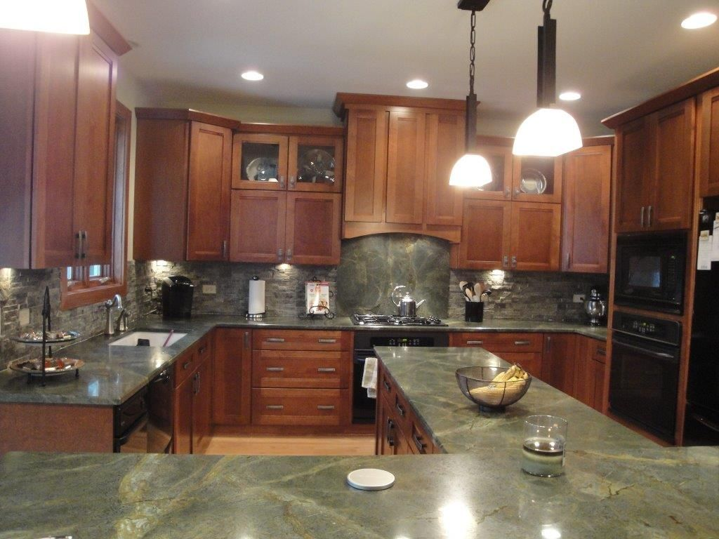 Superieur Beautiful Green Granite Countertops! Check Out The Full Height Splash  Behind The Stove! |