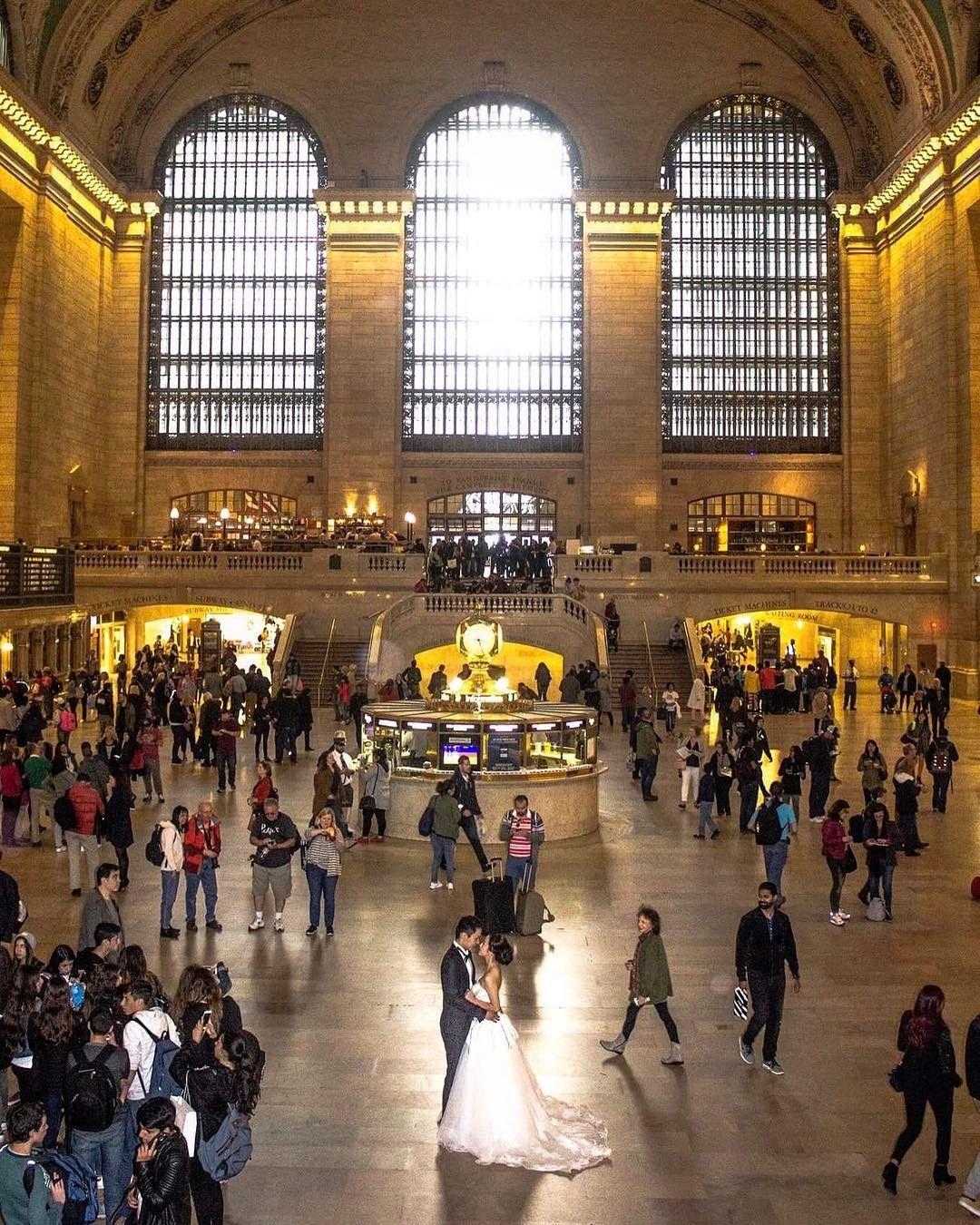 """4,066 tykkäystä, 99 kommenttia - Kelly Kopp (@newyorkcitykopp) Instagramissa: """"Grand Central ✨ 👰🏻🤵🏻 @snapping_newyork Thank you for featuring my photo!!…"""""""