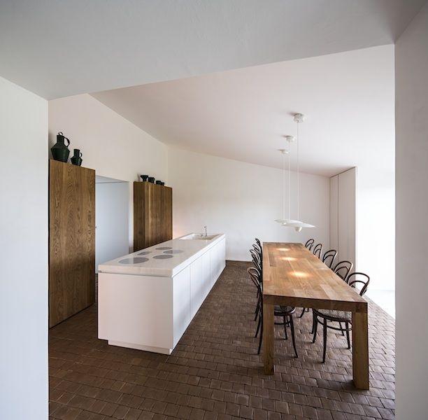 Tour Casa No Tempo: Warm Minimalism in a Family Home