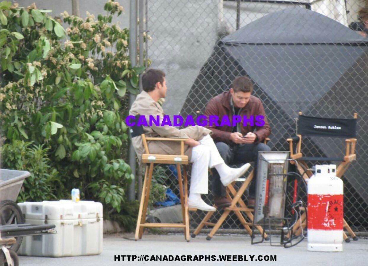 Notemos que Jensen no está en su silla, se movió para estar más cerca de Misha💕