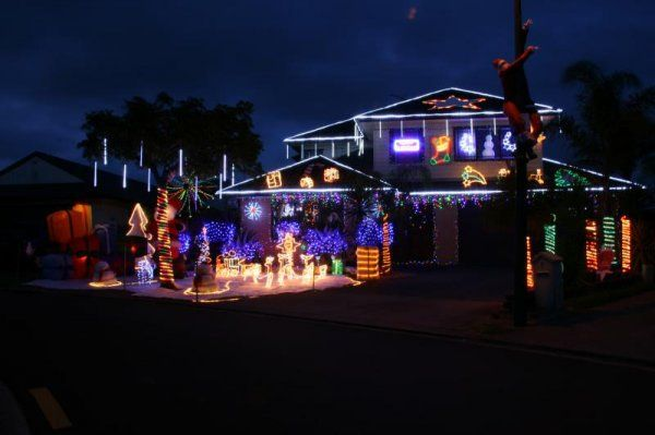Lights From 9 Sayes Close East Tamaki Auckland Pined Via Christmasdisplays Co Nz Christmas Lights Christmas House Lights