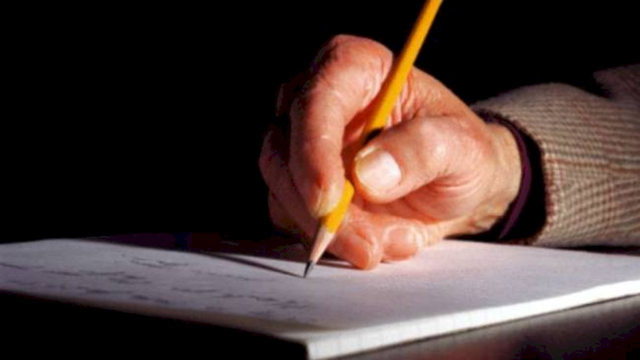كيف تكتب قصة This Or That Questions Memoir Writing Handwriting Practice