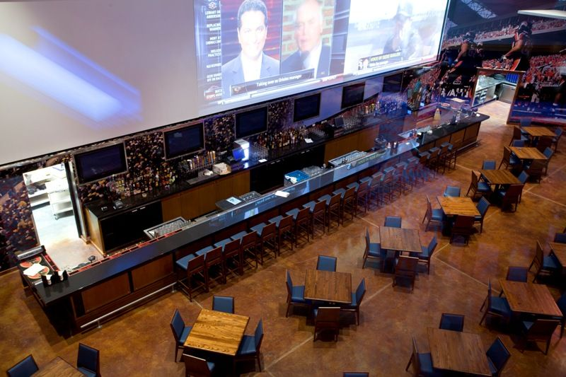 Large Projected Images In A Sports Bar In 2019 Sport