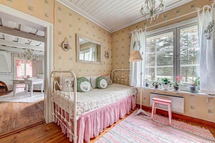 Keltainen talo rannalla: Rustiikkia ja romanttista