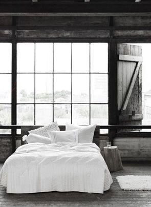 industriele slaapkamer scandinavische stijl met wit dekbedovertrek