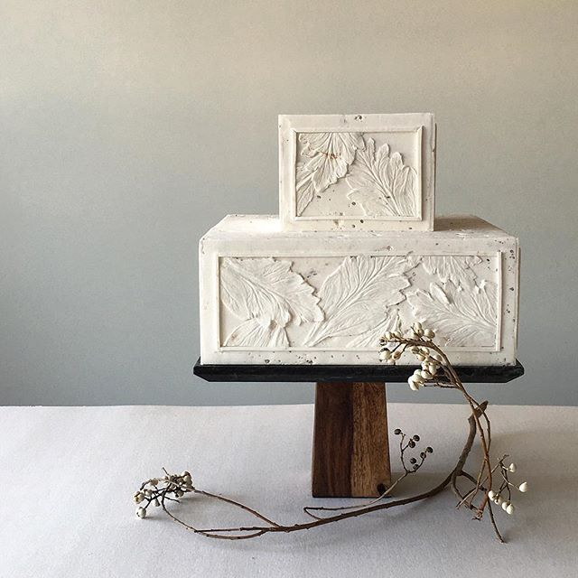 Like #carvedstone #whiteonwhite #weddingcake #artcake #cakeart #architectural #sanfrancisco #natural #snowberries