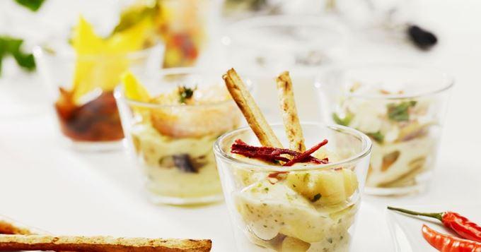 15 verrines d'automne pour un apéro cocooning - Salade de pommes de terre en verrines rapide | Recettes CuisineAZ #saladeautomne