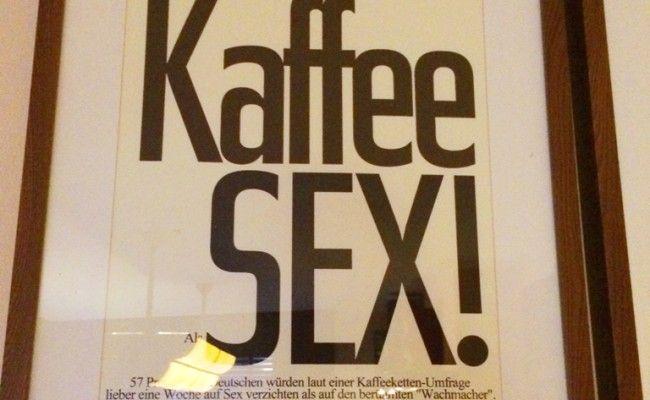 So haben wir das noch gar nicht gesehen. Interessante These in der Kaffeerösterei Junick in Potsdam.
