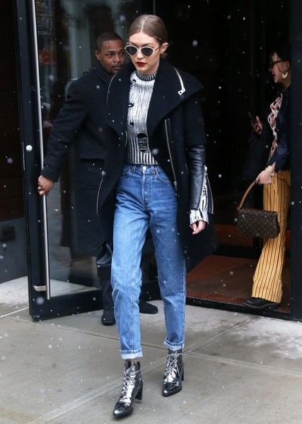 36a24487790d Gigi Hadid Boyfriend Jeans - Gigi Hadid made boyfriend jeans look so  stylish with this Re Done pair!