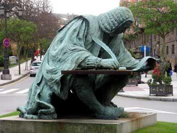 Estatua de Pedro Campomanes Rodriguez y Pérez nacio en Tineo Asturias el 1 de Julio 1723,Madrid 3 de febrero 1802: fue ministro de Hacienda en su epoca