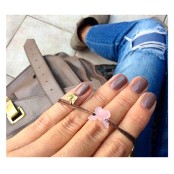 Borboleta New powder butterfly on dark bronze bracelet  www.borboleta.co @teutasalon #teutanails #teutasalon #allshadesofgray #gray #bracelet #instabracelet #jewelry #instajewelry #jewelrygram #fallessentials #stylegram #instanails #fashiongram #fashionista #armparty #armcandy