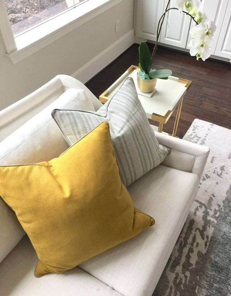 How To Pick Perfect Decorative Throw Pillows For Your Sofa Bed Or