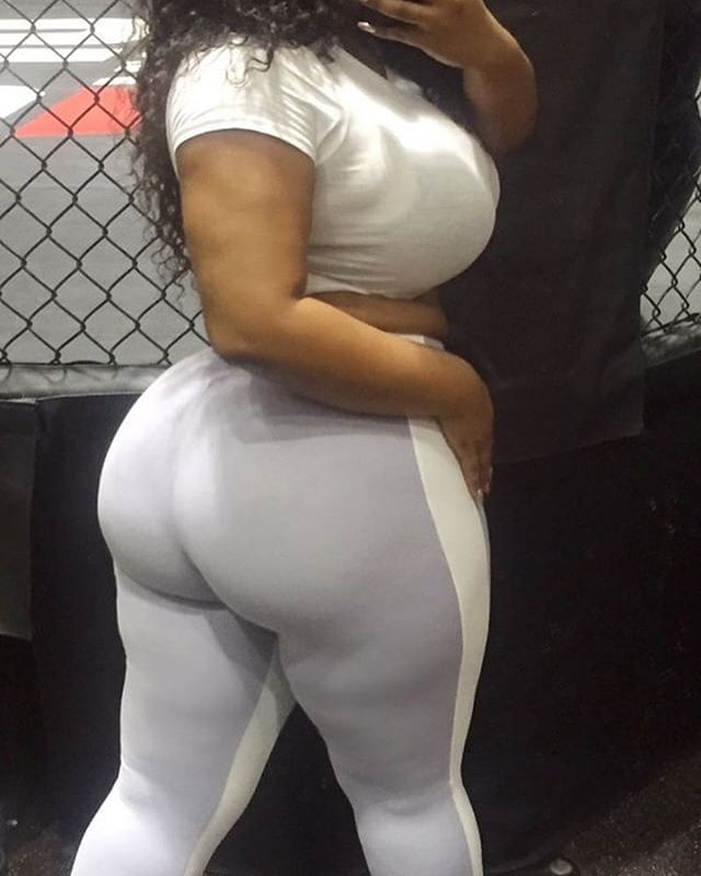 Thick Ebony Ass Shaking