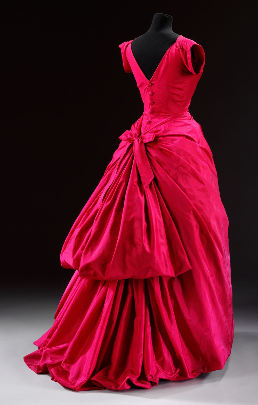 Evening dress by Cristobal Balenciaga, ca 1955  The Golden Age of Couture - Victoria and Albert Museum