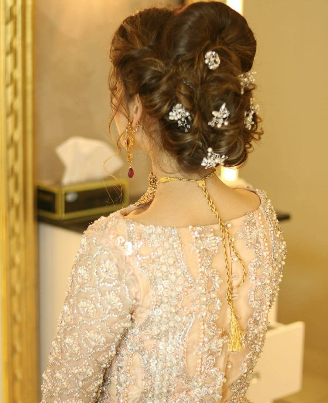 Pakistani Hairstyles Buns: The Pretty Bride Ever😍😍