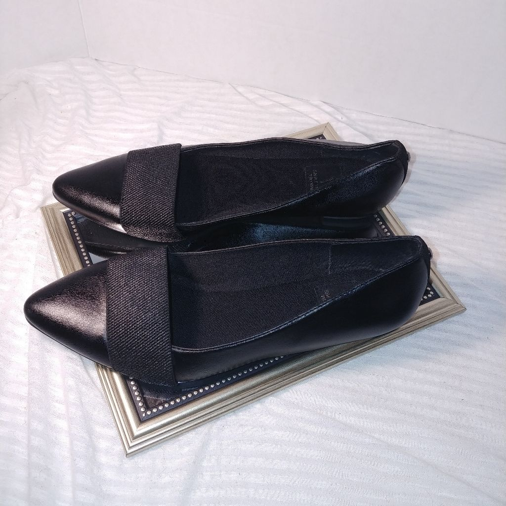 Simply Vera Wang May Flatelastic Mid Strap Overlaypointed Toeslip Onexcellent Condition Used Couple Times.