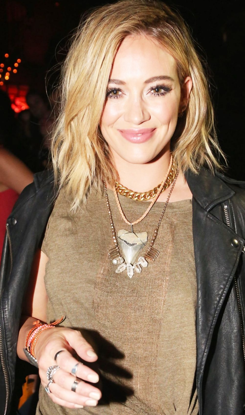 21 Random Questions: Hilary Duff Talks Hair Vitamins, Food Obsessions, and Her Number-One PetPeeve foto