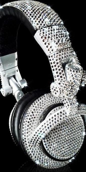 Luister je muziek in stijl met deze swarovski hoofdtelefoon >> swarovski crystal earphones