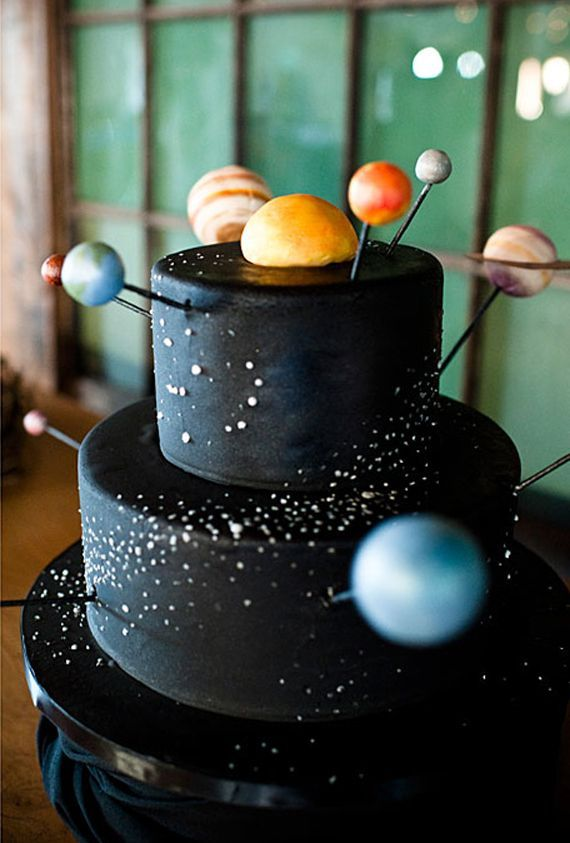 Beautiful wedding cakes for every season outer space for Outer space cake design