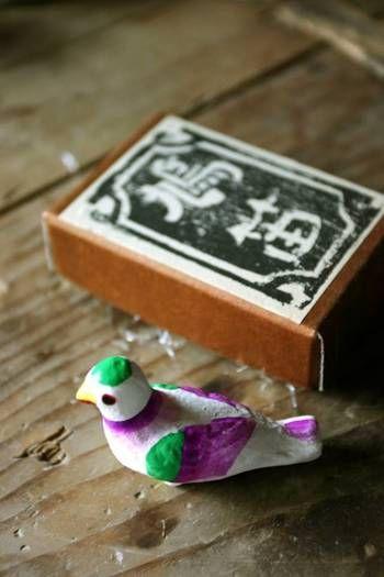 鳩笛は、カラフルな色彩も特徴。柔らかい「ホーホー」という音色は、心をほっこりとあたたかくしてくれます。