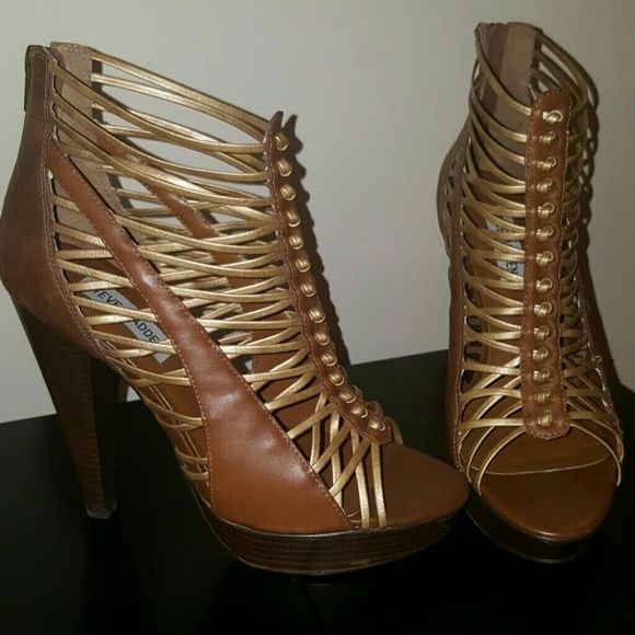 *NEW* Steve Madden Gladiators Heels New without box - Brown and gold with wooden look platform and heel.  Zipper in the back Steve Madden Shoes