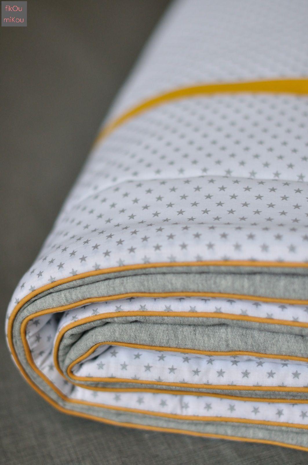 Couverture bébé, jersey gris, batiste blanc à étoiles argent