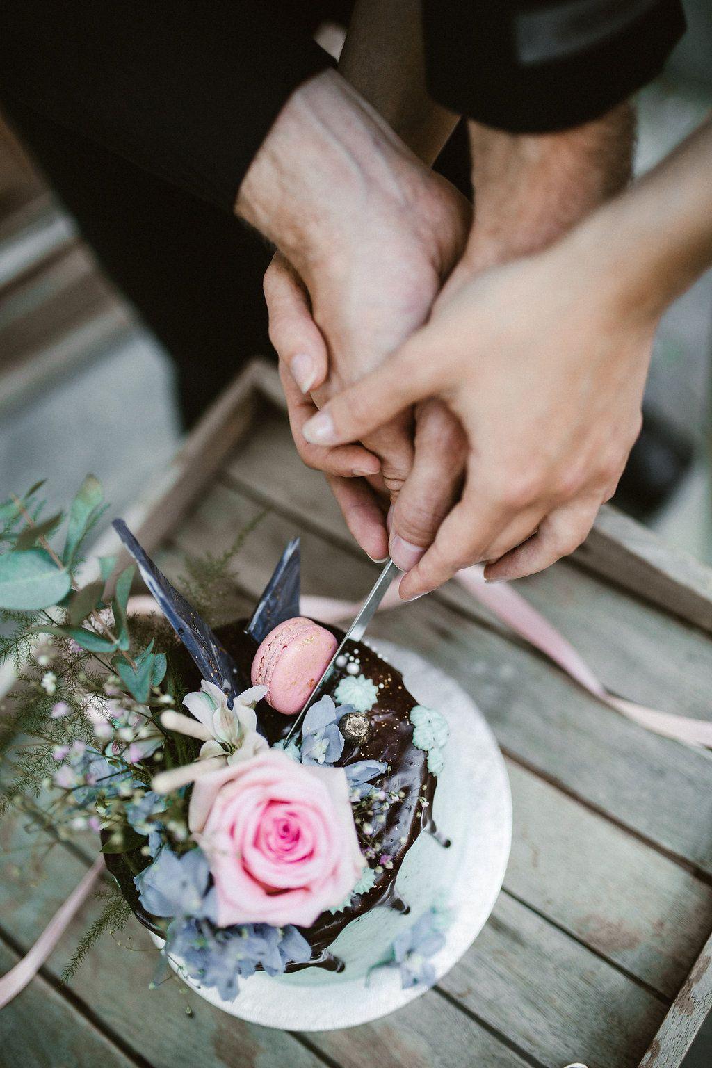 Wedding Styledshoot - Stylish bride & groom eating their wedding cake. So urban, modern and beautiful! More on WonderWed.de