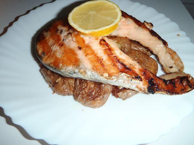 http://preguicanacozinha.blogspot.pt/2012/06/posta-de-salmao-com-batatas-murro.html