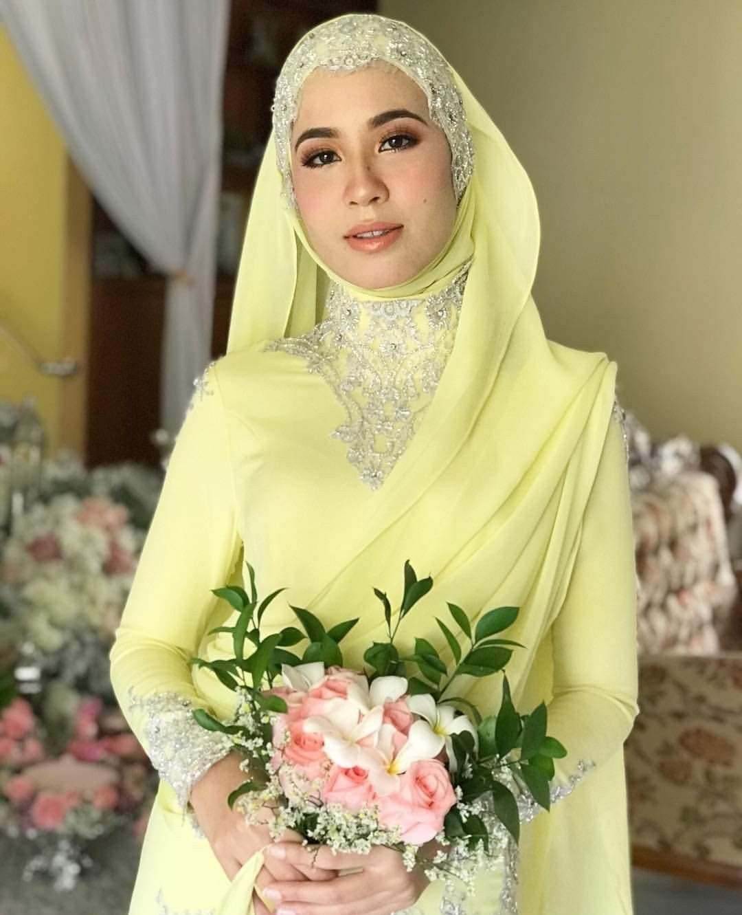 Baju tunang bella dally | Muslimah wedding dress, Wedding dresses, Muslimah wedding