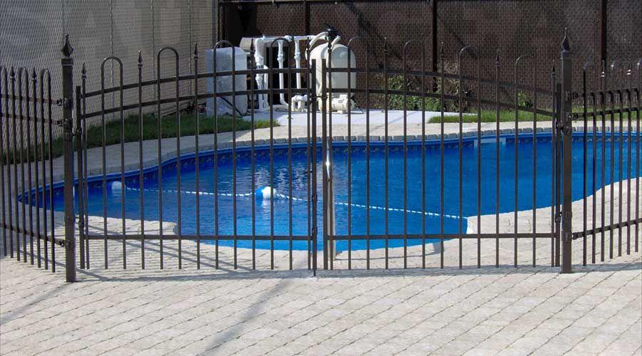 Cl ture ornementale en aluminium pour piscine couleur for Barriere de securite pour piscine