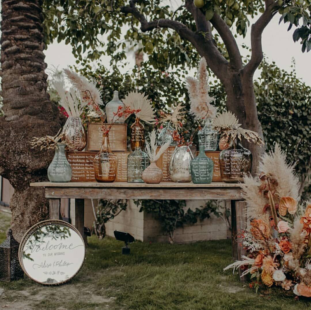 Junebug Weddings On Instagram Midcentury Desert Vibes Warm Toned Florals And Vintage Furniture All Around In 2020 Event Decor Table Decorations Vintage Furniture