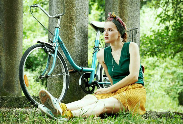 http://byfoxygreen.blogspot.sk/2015/07/liberta.html #bike  #bicycle #fashion #styling #blog #foxygreen #byfoxygreen #blogger #ootd #look #skirt #scarf  #green #mustard