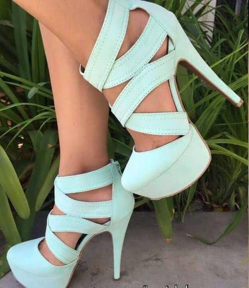 5467d1fc83 Tu vestido de graduación pide a gritos estos zapatos