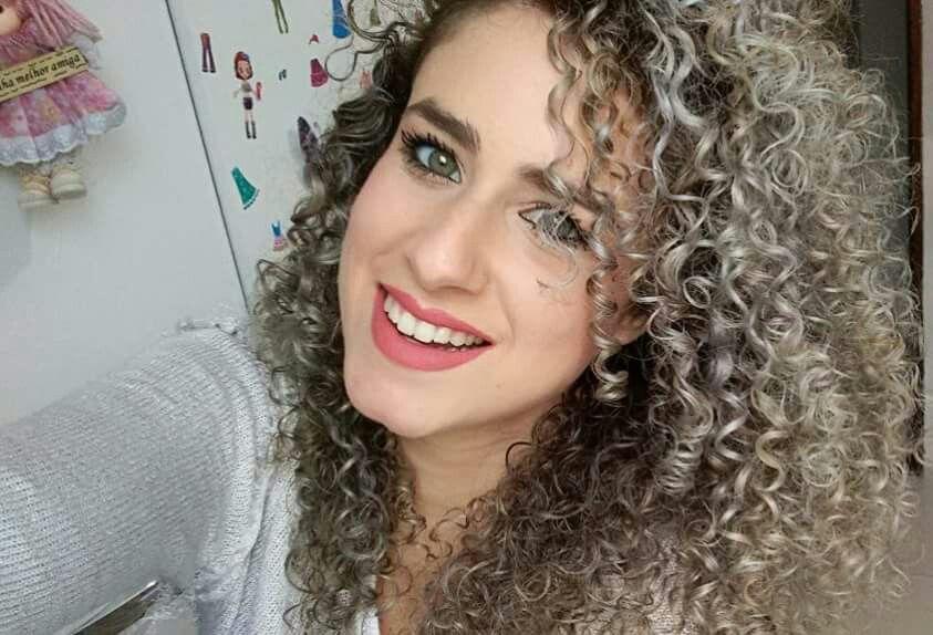 Lari Vieira #CacheadaLinda #Platinada #Perfeita