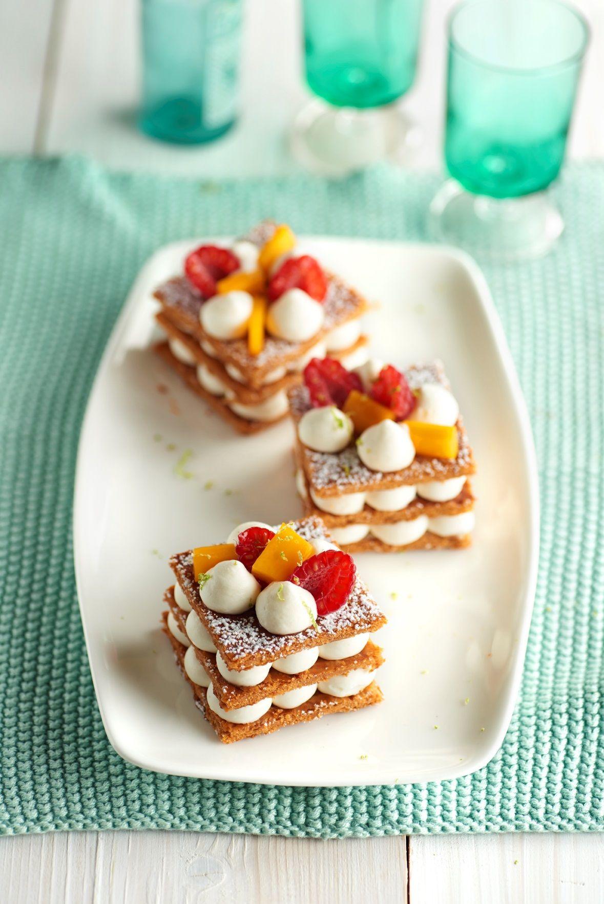 Milhojas de hojaldre con frutas y crema ligera - Postres con frutas faciles ...