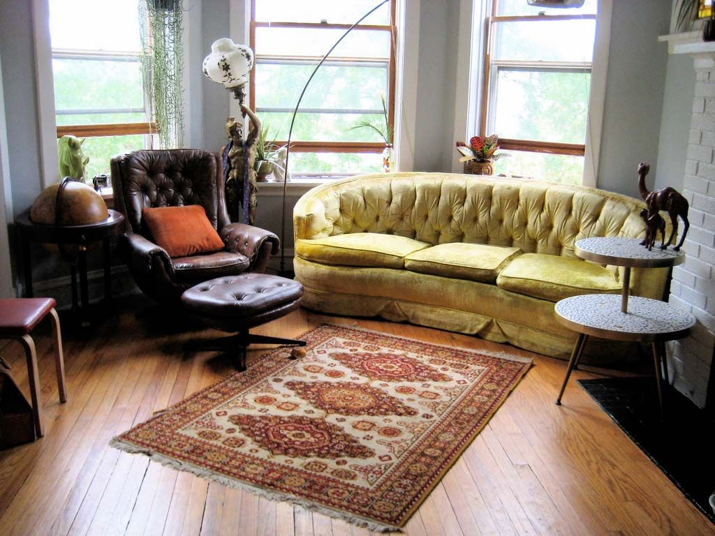 Natural Living Room Environment With Wooden Flooring : Living Room With  Wood Floor And Persian Rug