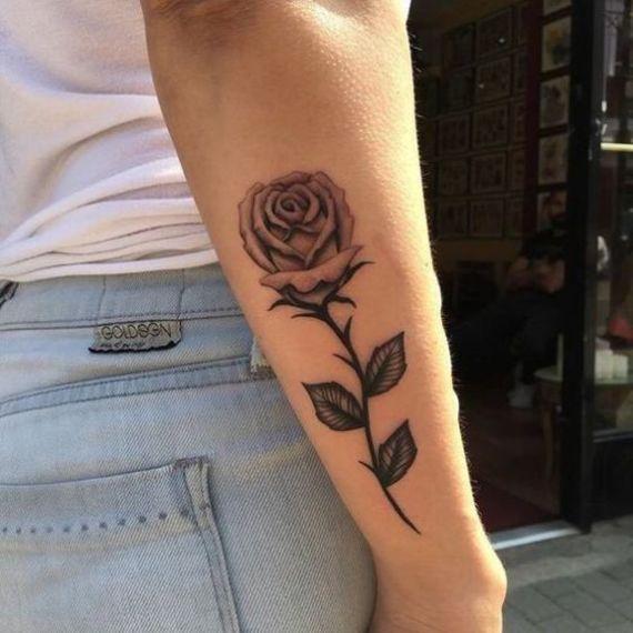 Tatuagem de rosas no braço Rosa
