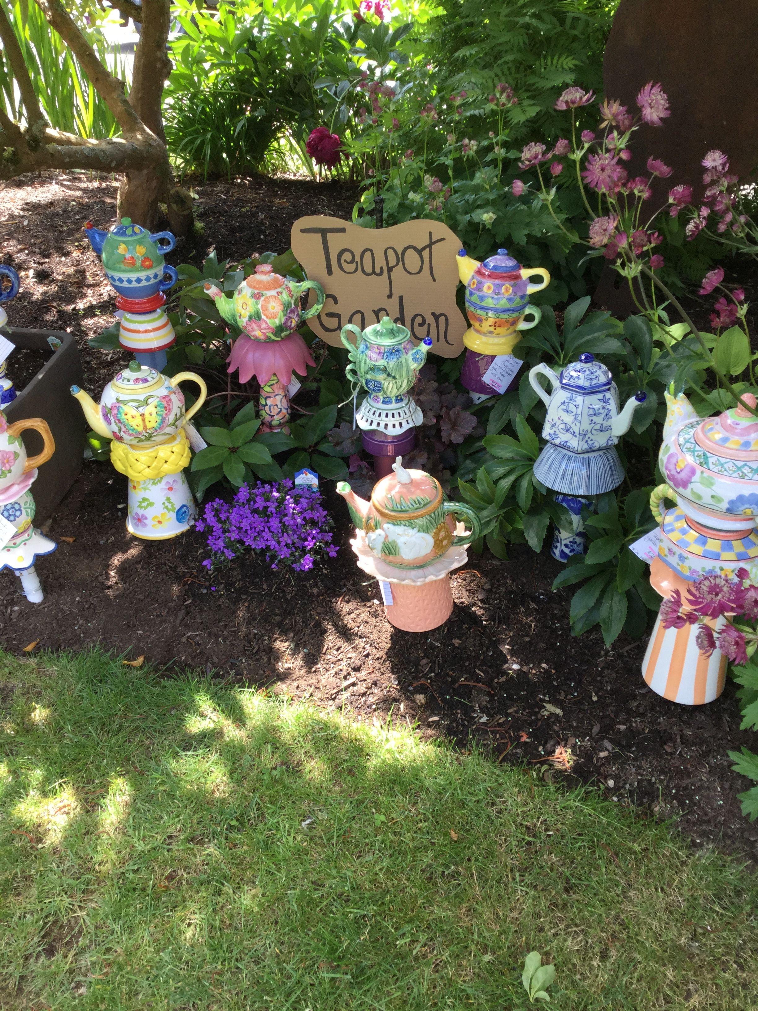 A Teapot Garden #teapots