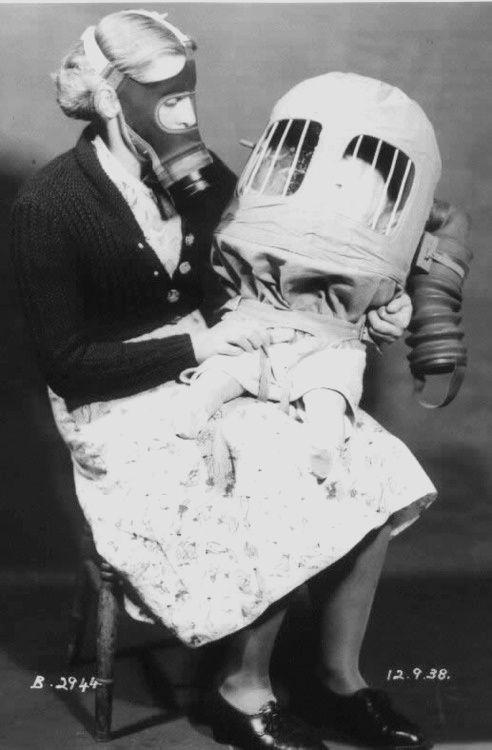Inspiração do dia: Gas mask | History, Old portraits, Interesting ...