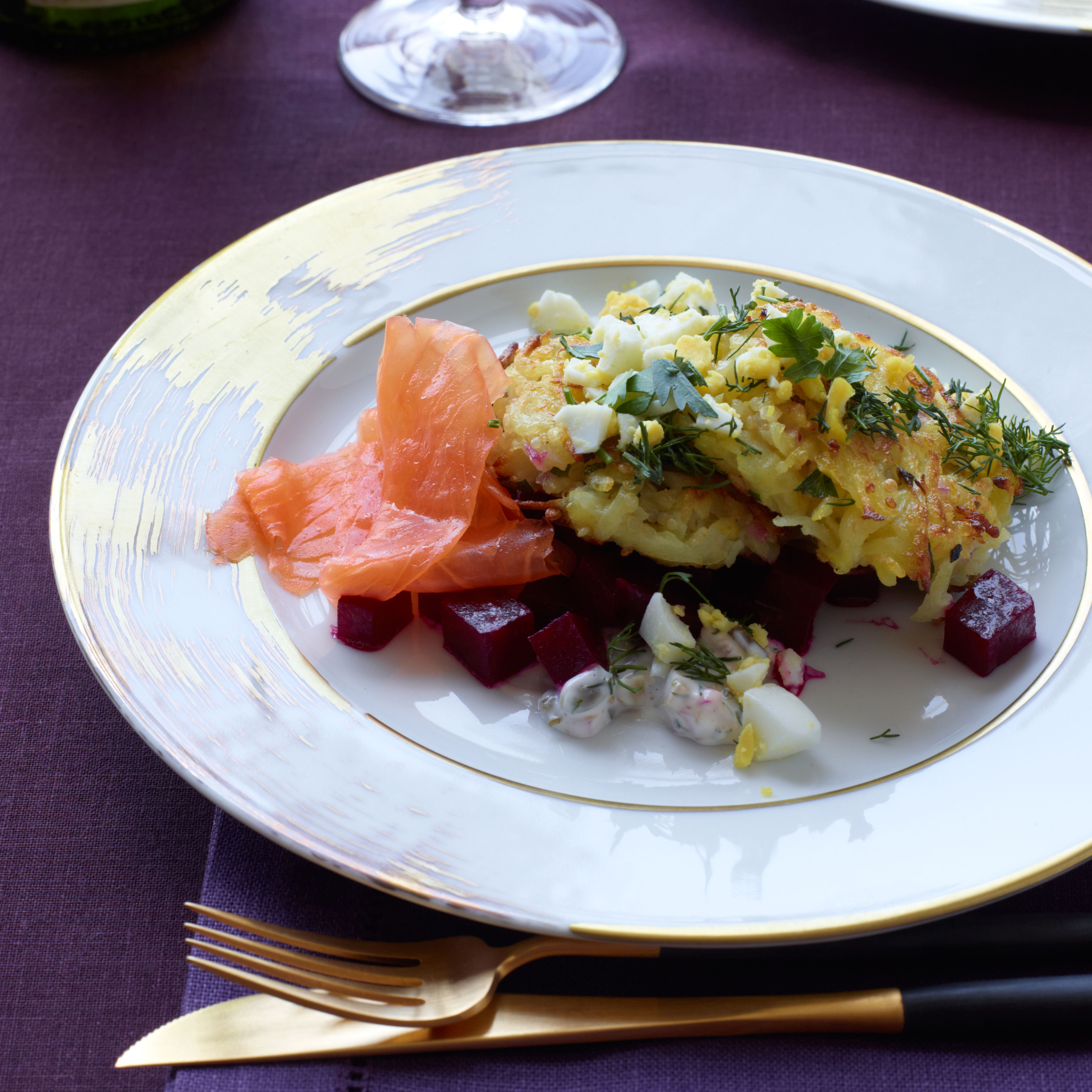 Smoked salmon quinoa cakes recipe