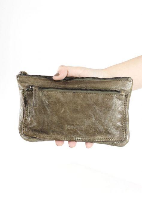 Bandolera de piel con tarjetero - Bandolera de piel pequeña con tarjetero y bolsillo exterior en color khaki.