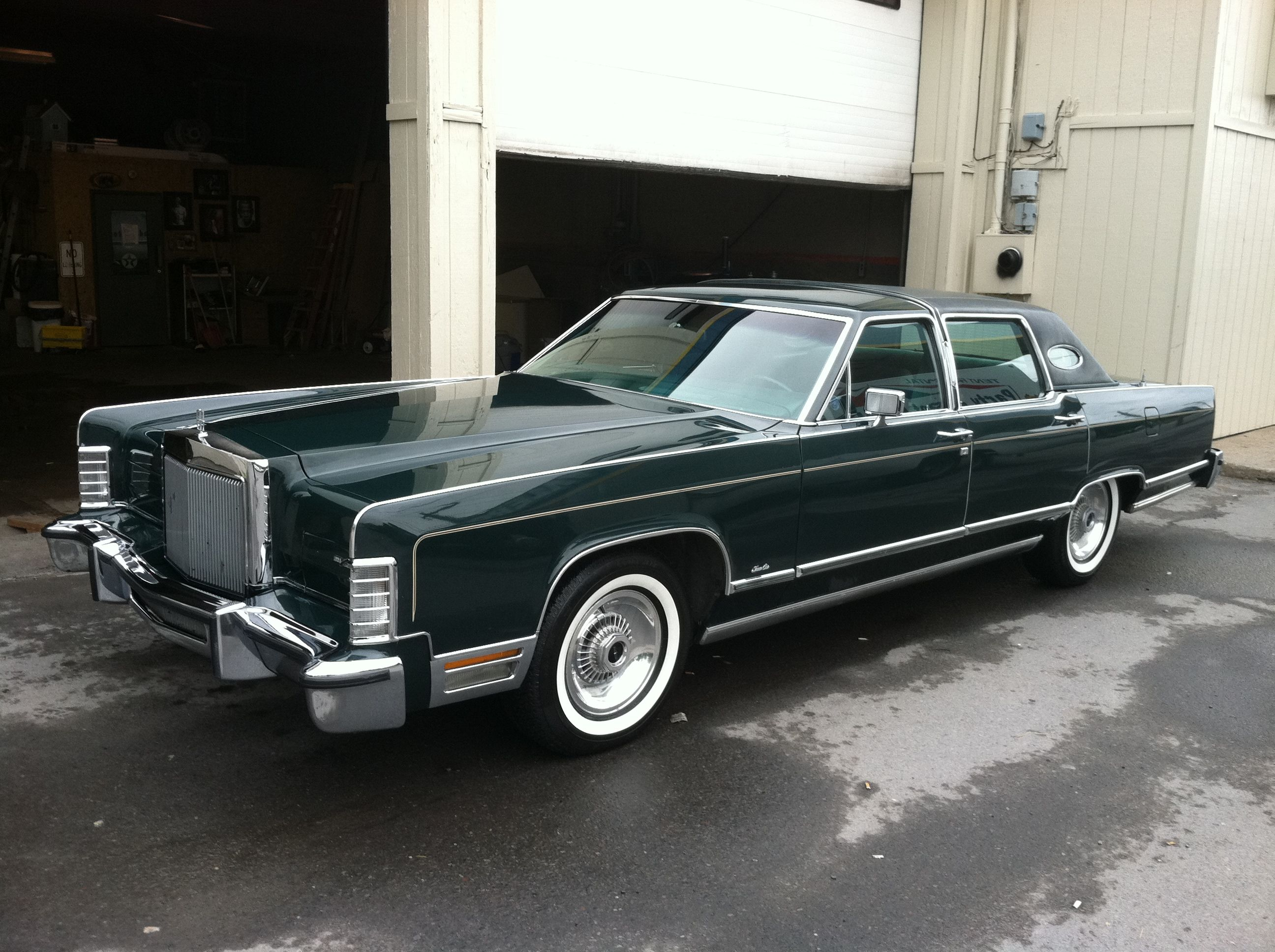 1978 lincoln town car bought it from canzanellas in eh it was dark brown with brown leather. Black Bedroom Furniture Sets. Home Design Ideas