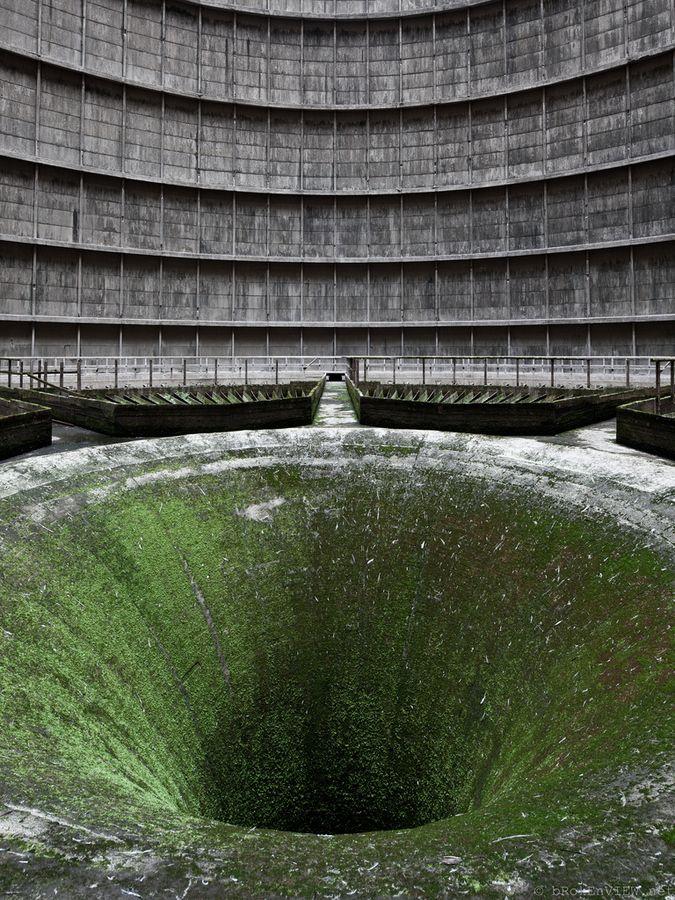 Centrale nucléaire abandonnée.
