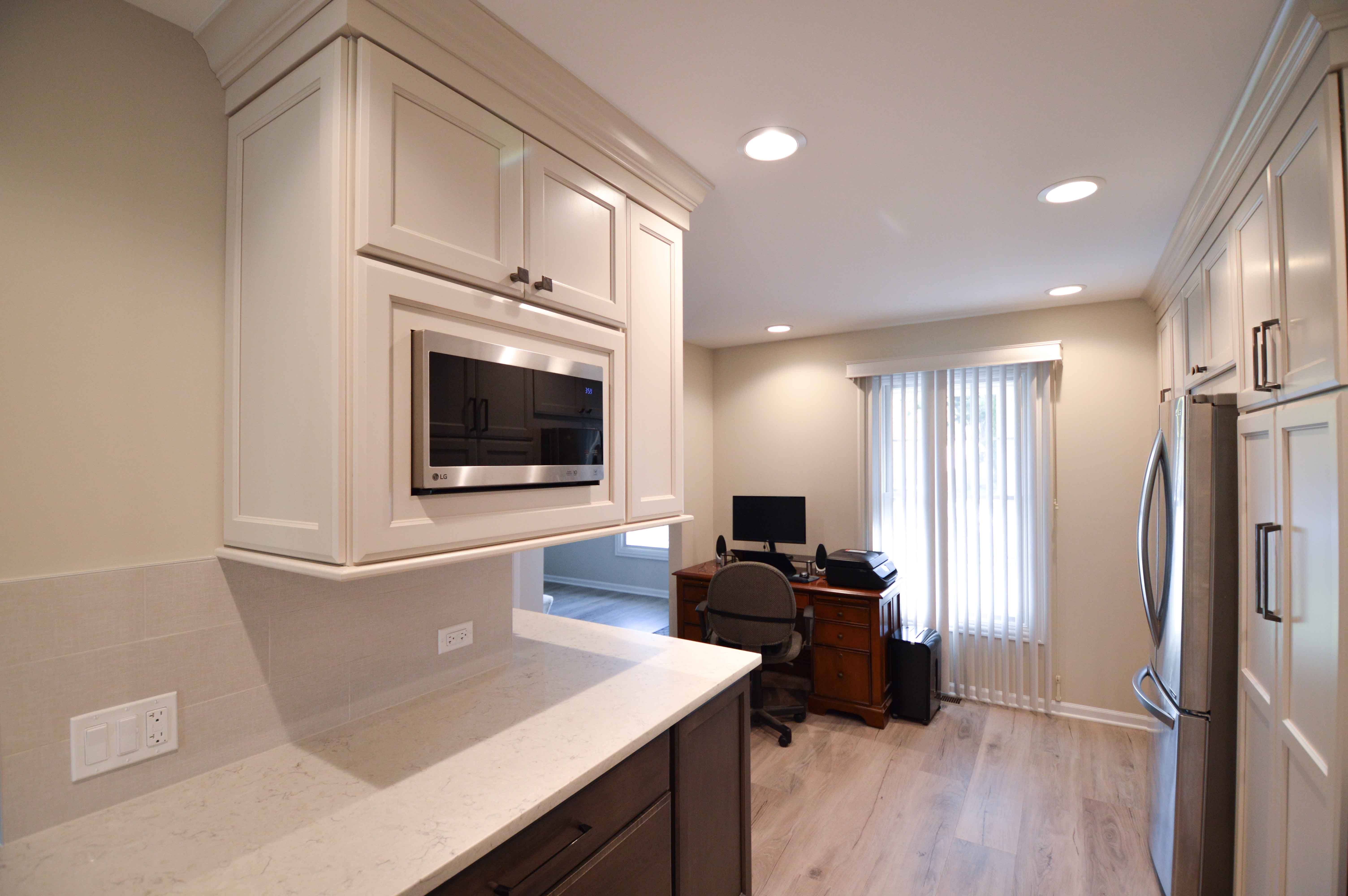 Wrap Around Counter And Two Toned Cabinets In 2020 Masculine Kitchen Kitchen Kitchen Remodel