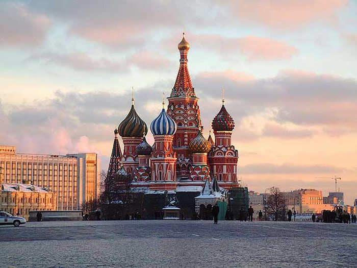 Kreml ölkəni etnik münaqişəyə sürükləyir