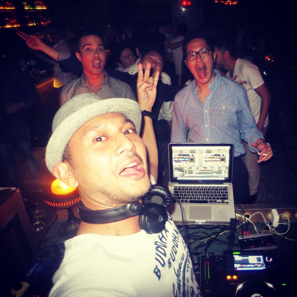 Last night spinning @bauhausjakarta... Good times as always, thanks for coming to rock out wit me and @davidjaay #triggerjkt #djmikeymoran