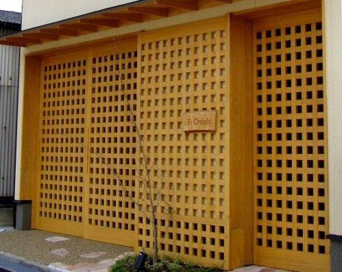 木製建具による玄関とビルトインガレージのドア 木製建具 ガレージ