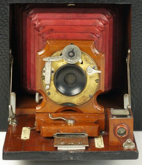 Antique Camera: Bullard Folding Magazine Camera, Series B detail of the 1898 scalloped wooden lens board.